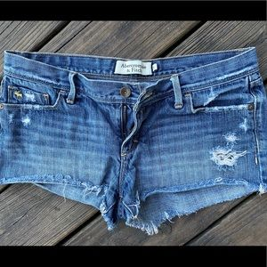 SOLD—-Abercrombie distressed shorts size 6